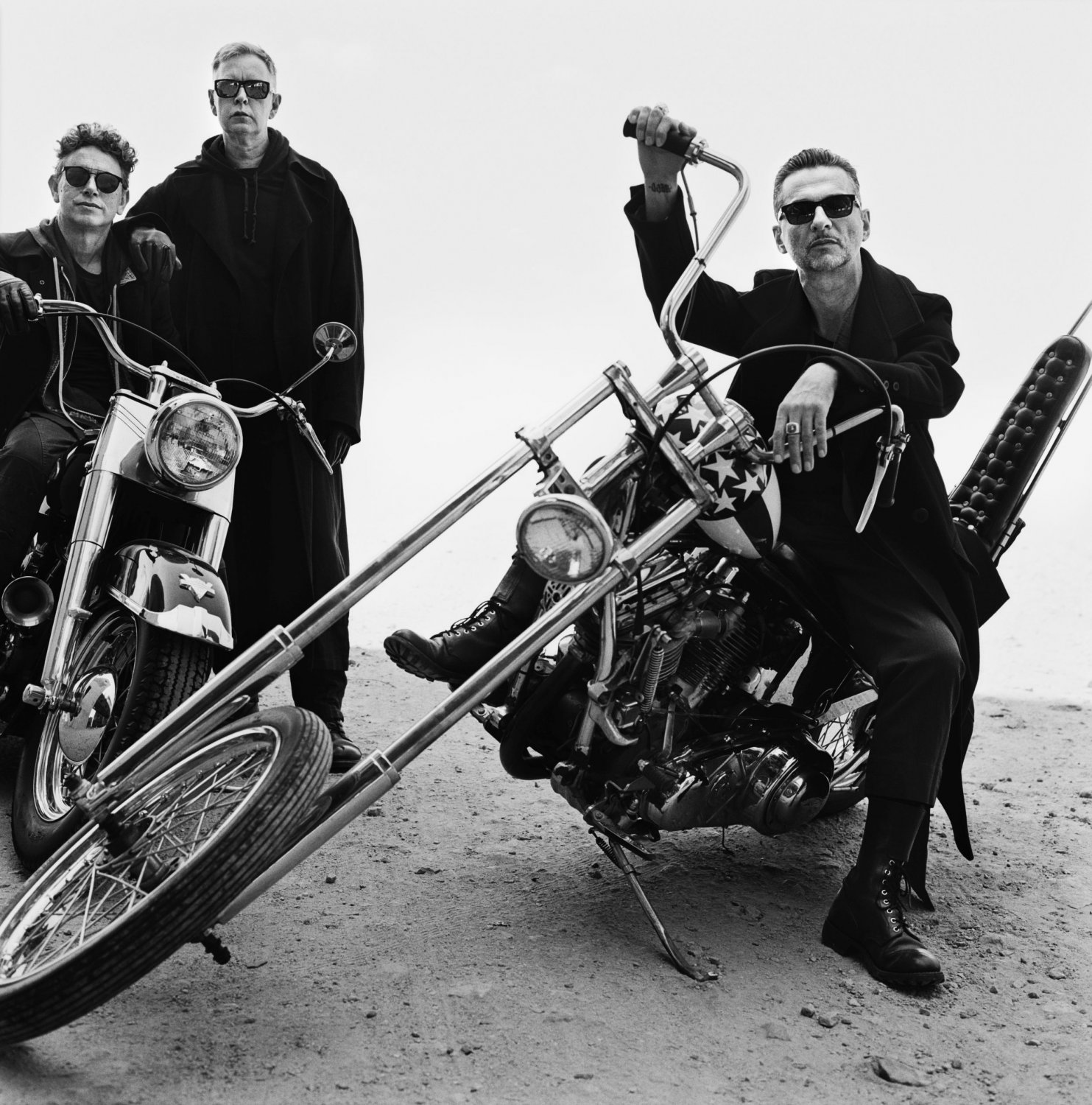 Depeche_Mode_3_AntonCorbijn_ColumbiaRecords_SonyMusic